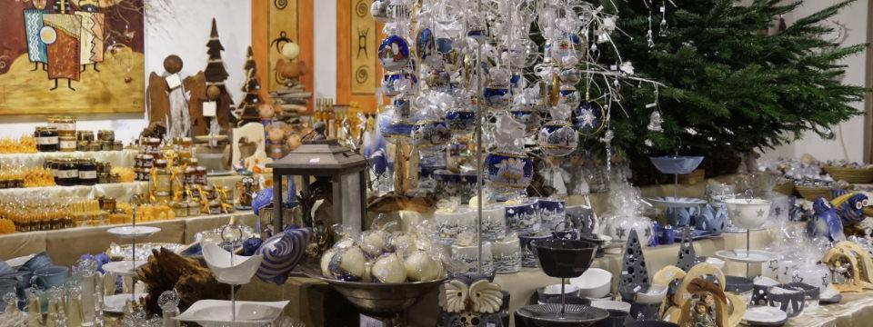 Weihnachtliches Kunsthandwerksgeschäft